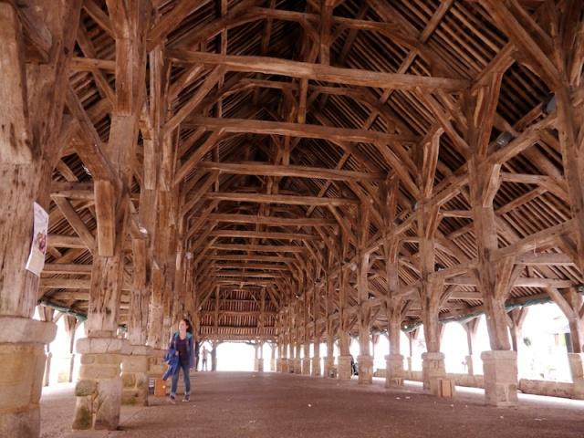 Halles de Questembert, l'intérieur, par AlainX 2013