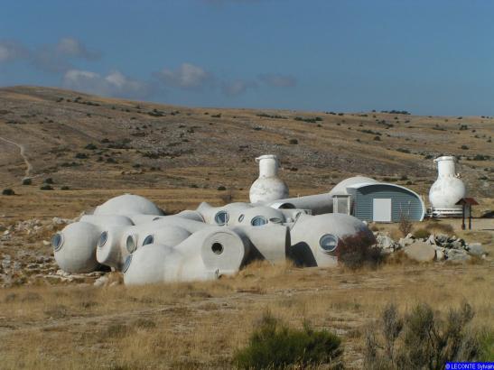maisons-bulles-observatoire-du-plateau-de-calern-caussols-alpes-matitimes-france-antti-lovag
